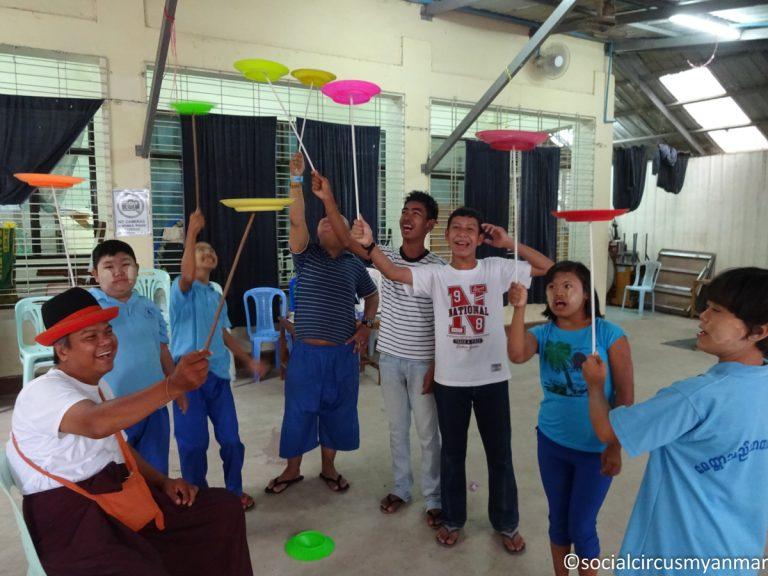 Social Circus Myanmar 2016-17-02206 Ko Pho Ke teaching plates at Eden